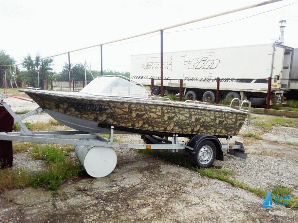 Пластиковая моторная лодка Касатка 4.50